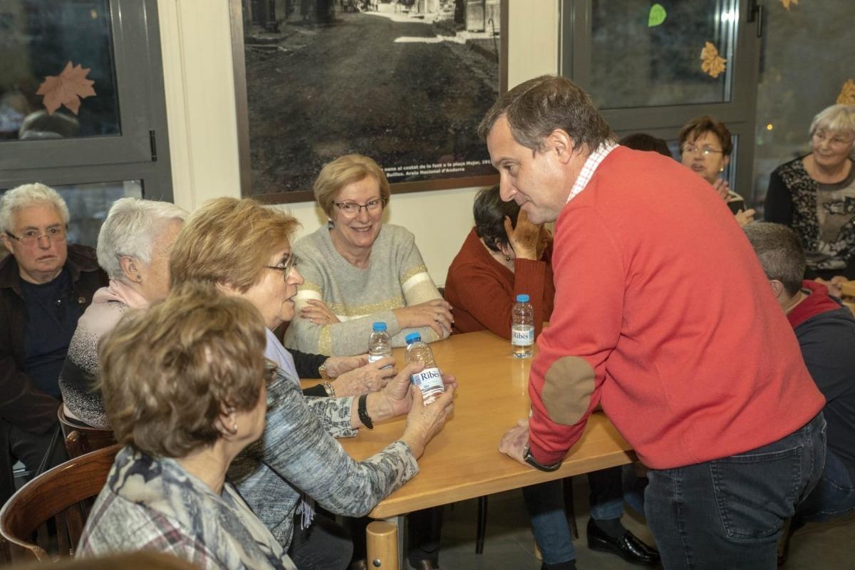 Majoral va visitar ahir la Llar de Lòria per exposar l'apartat social del programa.