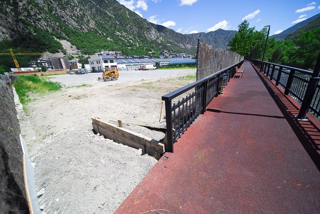 Imatge de la parcel·la que el Comú d'Andorra la Vella ha llogat per convertir-lo en aparcament.