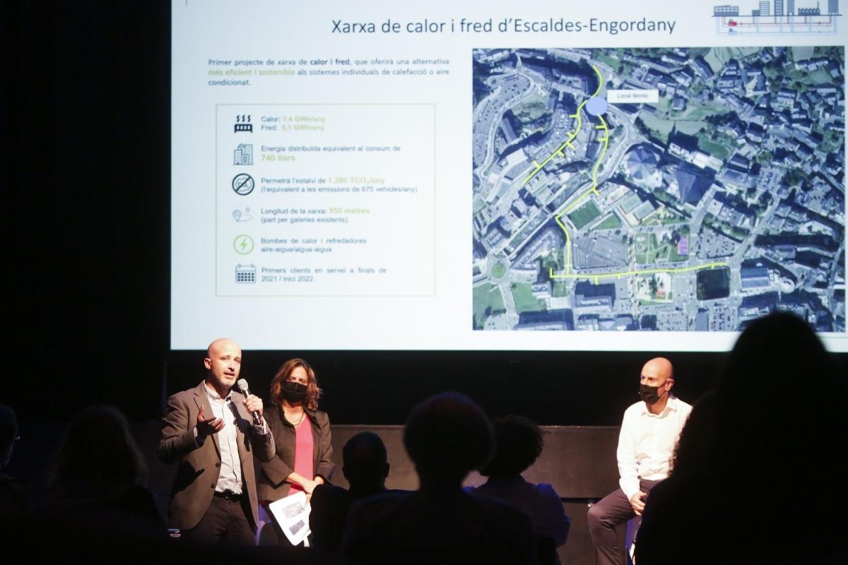 El director de FEDA Ecoterm, Jordi Travé, presenta la xarxa de calor i fred.