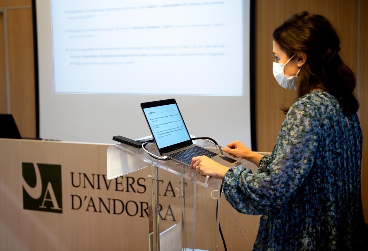 Cristina Pesado va presentar ahir la tesi doctoral a la sala d'actes de la Universitat d'Andorra.