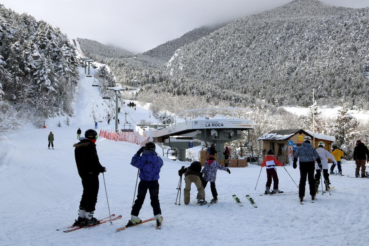 Esquiadors a l'estació d'Espot, al Pallars Sobirà.