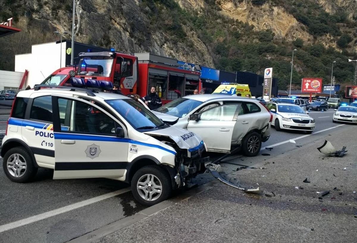 Policia, bombers i SUM actuen en l'accident al sud de la Margineda.
