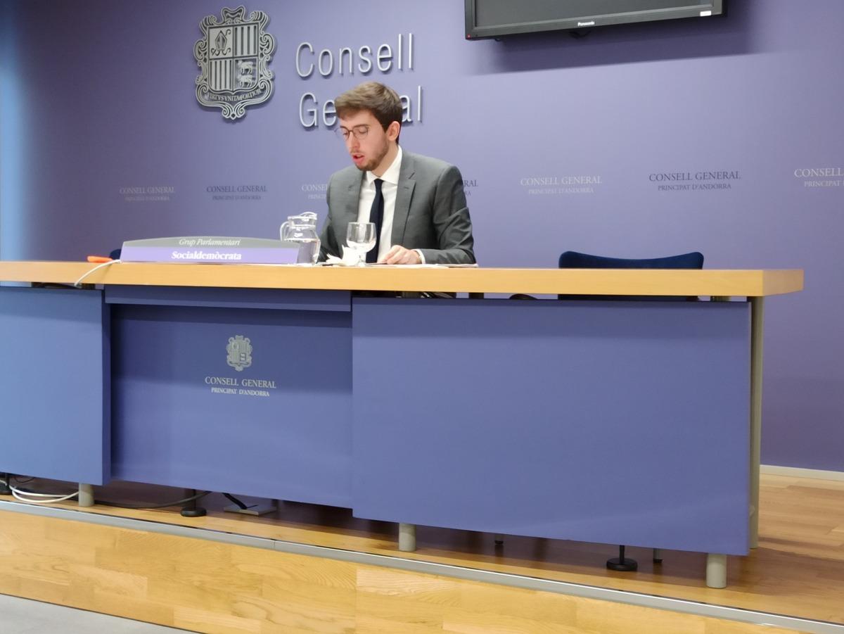 El conseller general socialdemòcrata Roger Padreny va explicar ahir les 19 esmenes presentades al Codi de la circulació.