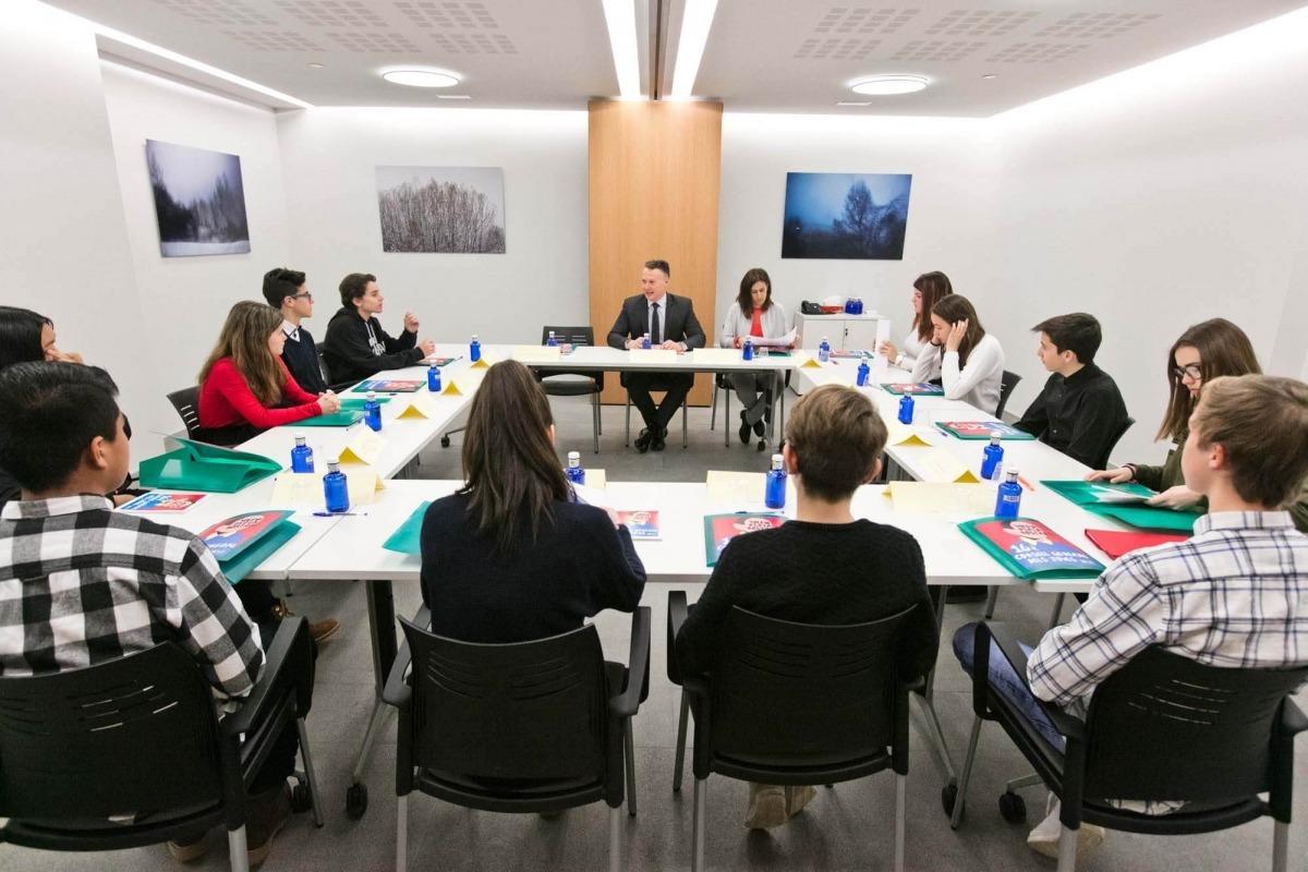 Una de les comissions de treball del Consell General dels Joves.
