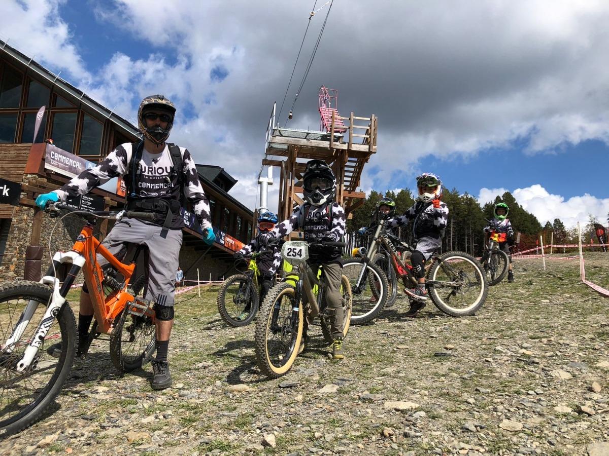 Els 'bikers' del Furious Bici Club durant un entrenament.