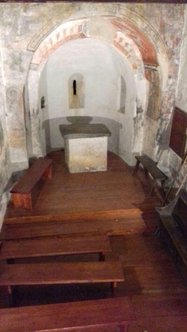 La nau de Sant Serni de Nagol, amb el nou terra que s'hi va instal·lar a la primavera, i que ha aixecat suspicàcies entre tots els experts consultats.