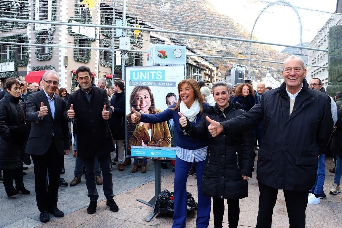 Les diferents candidatures demòcretes es van aplegar a la Rotonda.