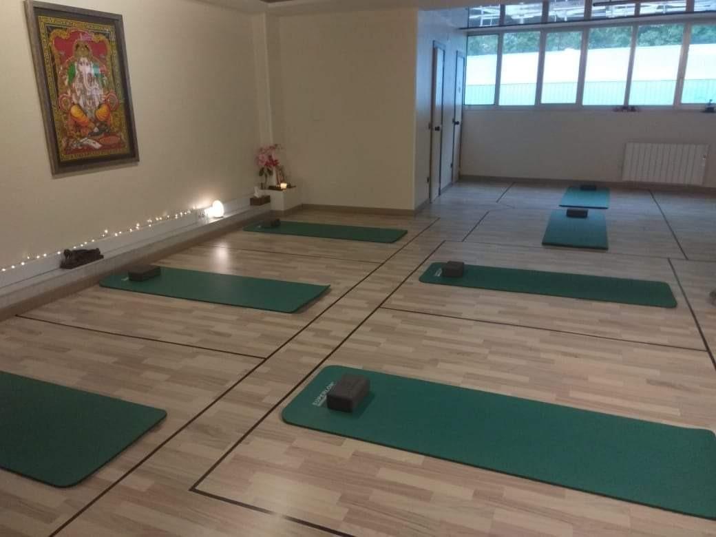 Així tenen els centres l'espai on es fa la sessió de ioga.