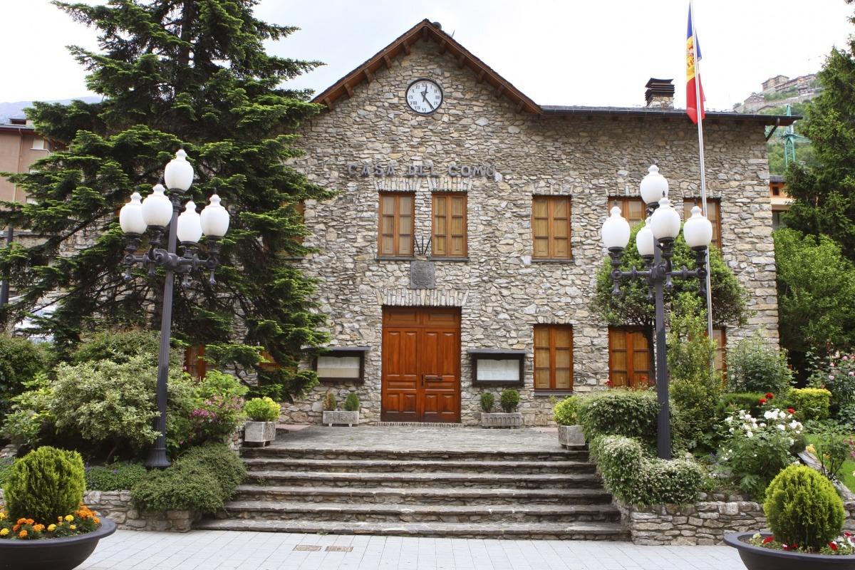 L'antiga Casa Comuna de Sant Julià, en desús des que es va inaugurar l'edifici del Molí.