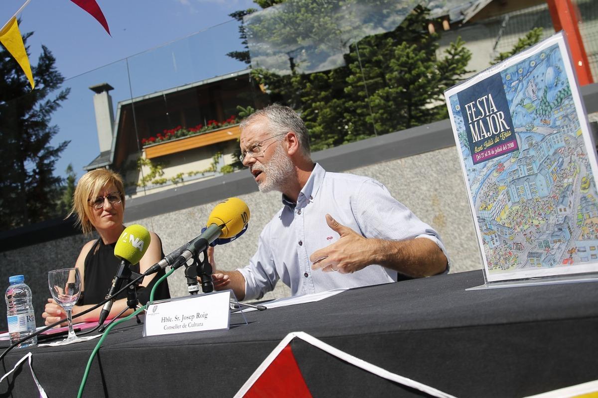 Josep Roig i Elisenda Palomares van presentar ahir al matí les activitats de la festa major laurediana a la plaça Sant Roc.