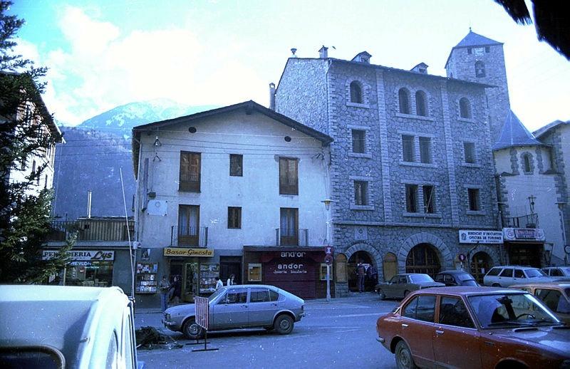 El nou Quart, estrenat el 1942, poc abans de ser enderrocat, juntament amb la vella rectoria, per deixar lloc al Comú actual, inaugurat el juliol del 1982.