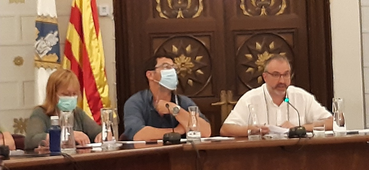 El ple ordinari d'ahir al vespre, l'últim de Fàbrega com a alcalde. Francesc Viaplana n'agafarà el relleu dissabte oficialment.