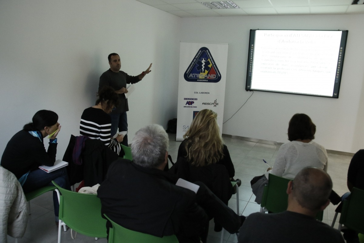 Reunió dels tècnics d'emergències amb Govern per regular la professió