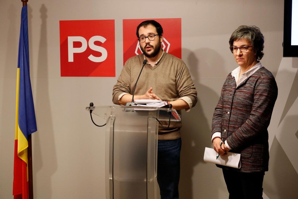 El secretari d'organització del PS, Carles Sánchez, i la vocal de l'executiva Cèlia Vendrell.