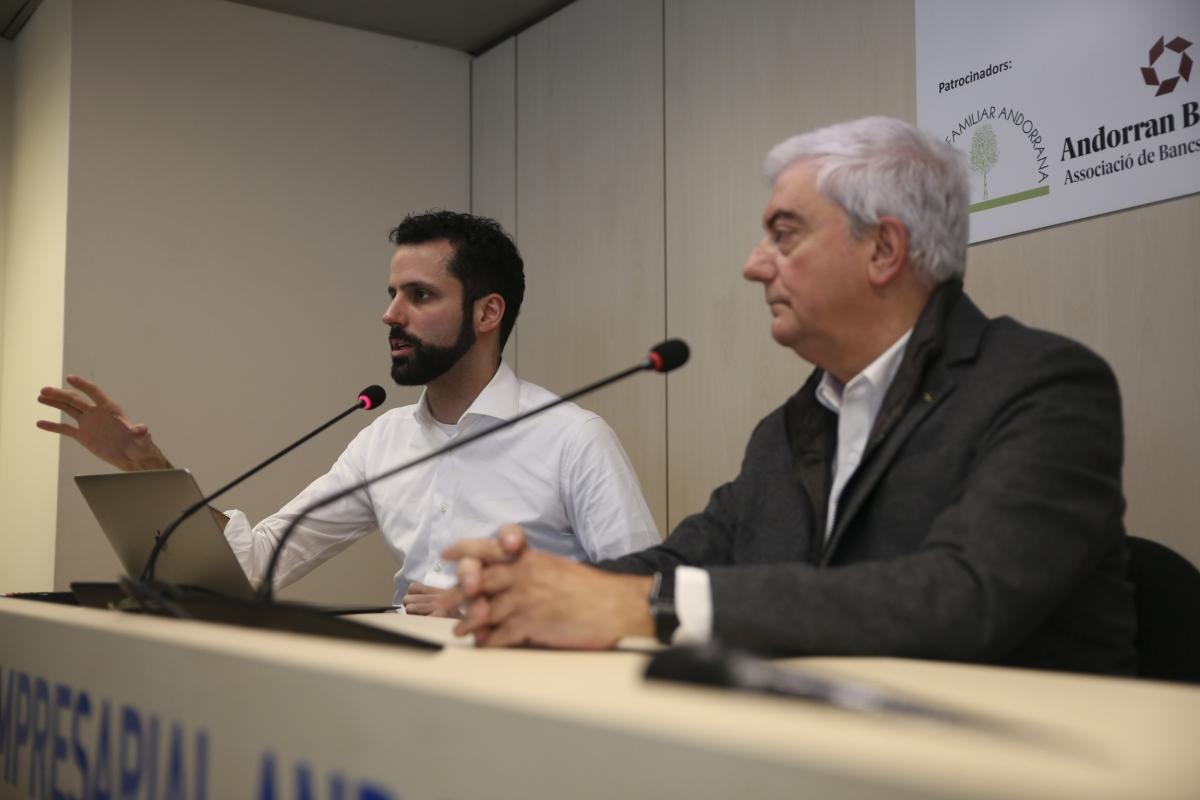 El director, Iago Andreu, i el president de la Confederació Empresarial Andorrana, Gerard Cadena, en una compareixença anterior.