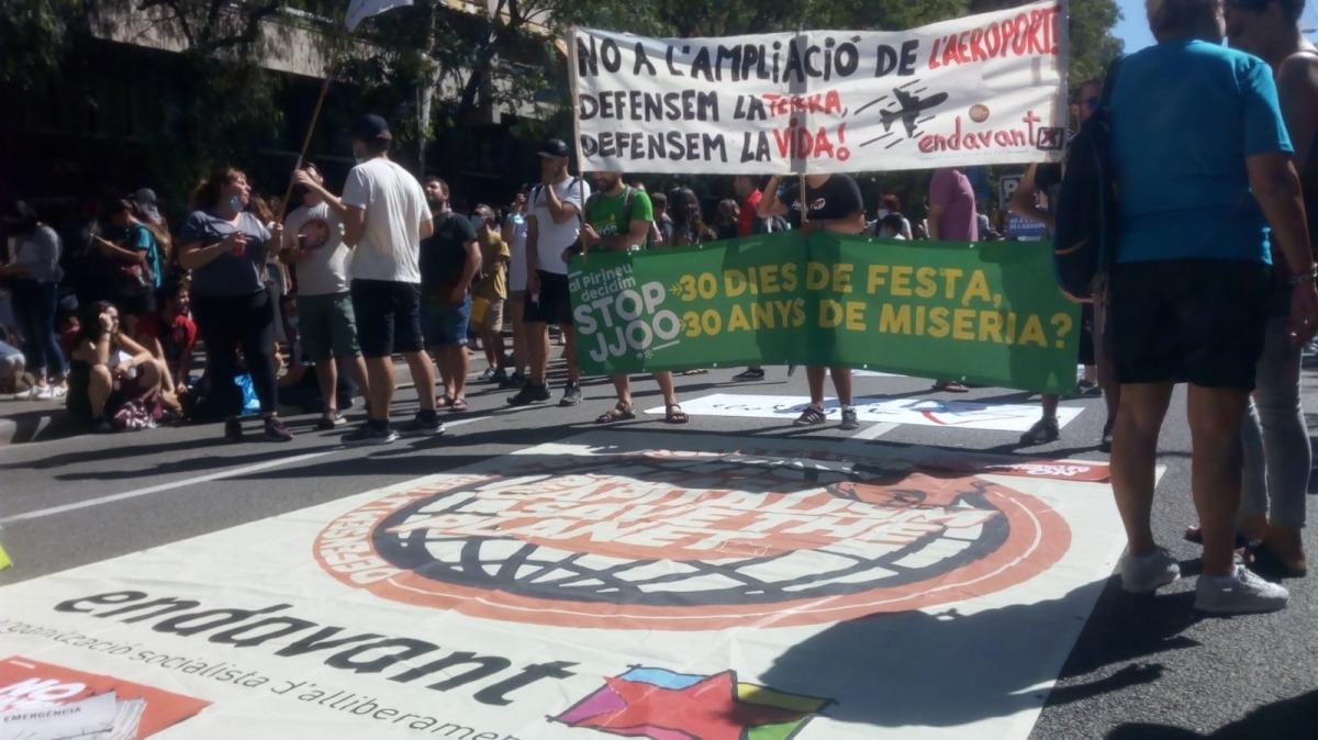 La plataforma va participar en la manifestació celebrada a Barcelona diumenge passat contra l'ampliació de l'aeroport del Prat.