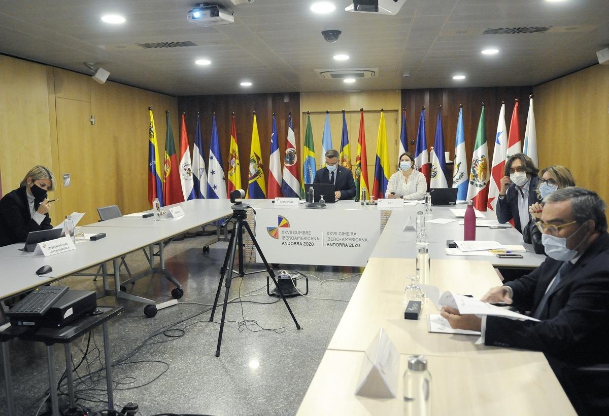 Un moment de la trobada, amb la participació de l'ambaixador Àngel Ros.