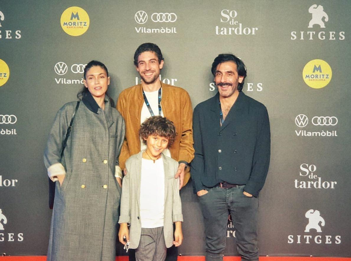 Rodríguez Areny, al centre, envoltat dels protragonistes del curt, Nerea Barros, el nen Gio Garcia i Milo Taboada, dissabte a Sitges.