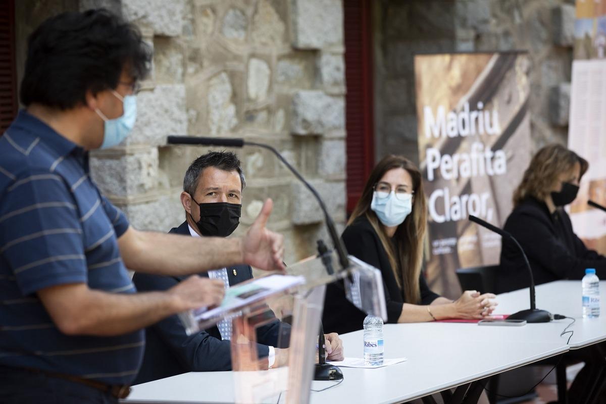 Olivier Codina explica el projecte en prèsència de David Astrié, Sílvia Riva i Rosa Gili, avui al Rosaleda.