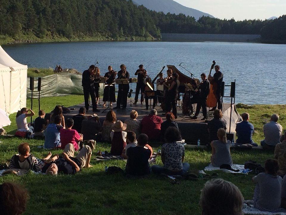 Actuació de Pyrenaeus Ensemble al llac d'Engolasters, el 29 de juliol del 2019.