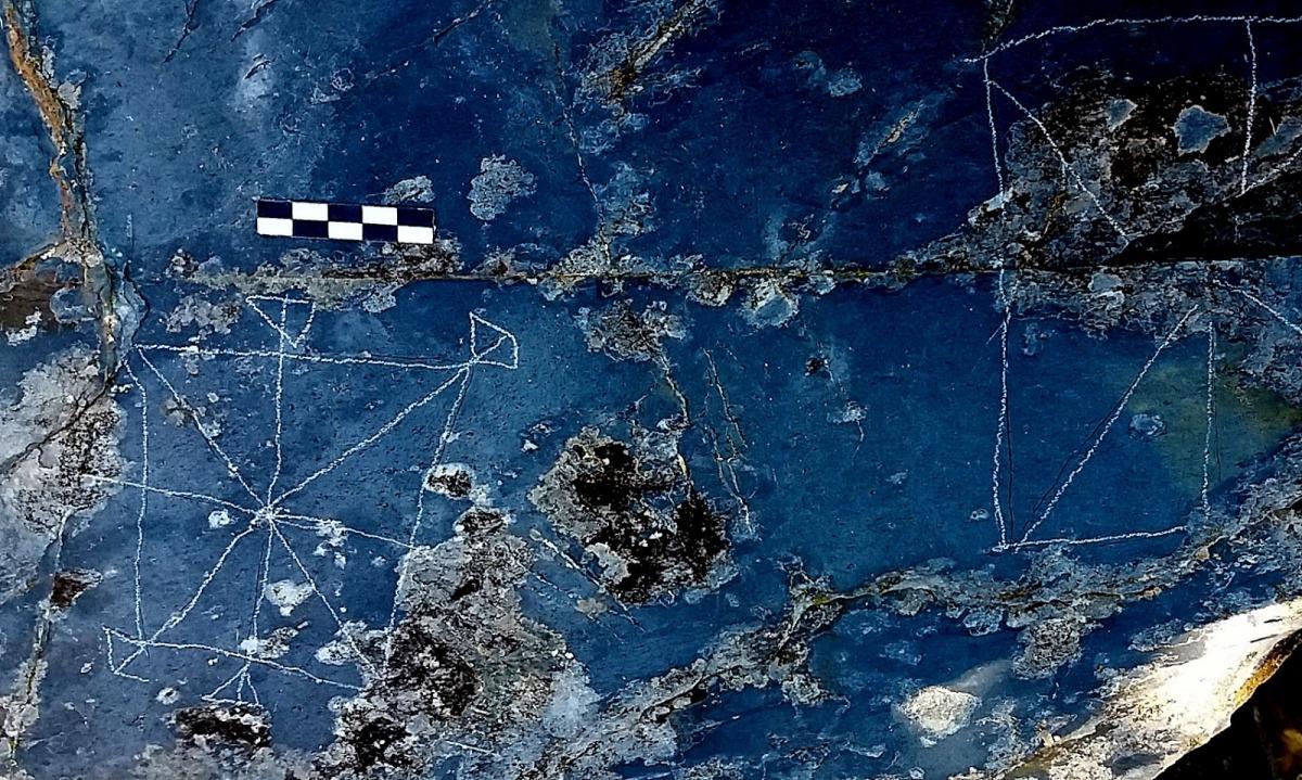 Taulers que ha descobert a Padern, i que abunden sobretot a la part més enfilada i inaccessible de la muntanya: Casamajor creu que són precristianes.