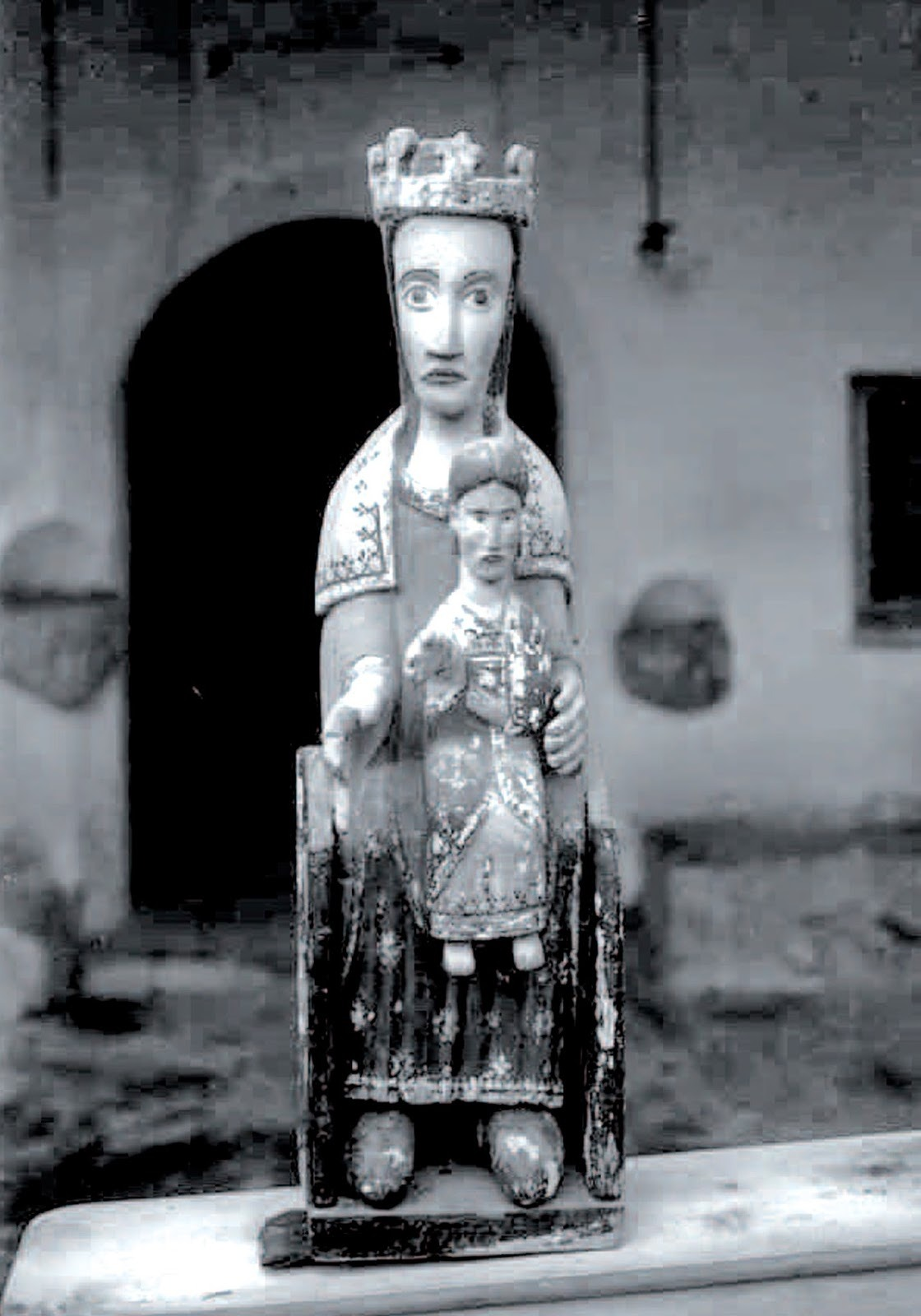 Erik el Belga, traspassat recentment, i la talla de Meritxell 'desapareguda' el 1972, en una fotografia anterior als anys 30.