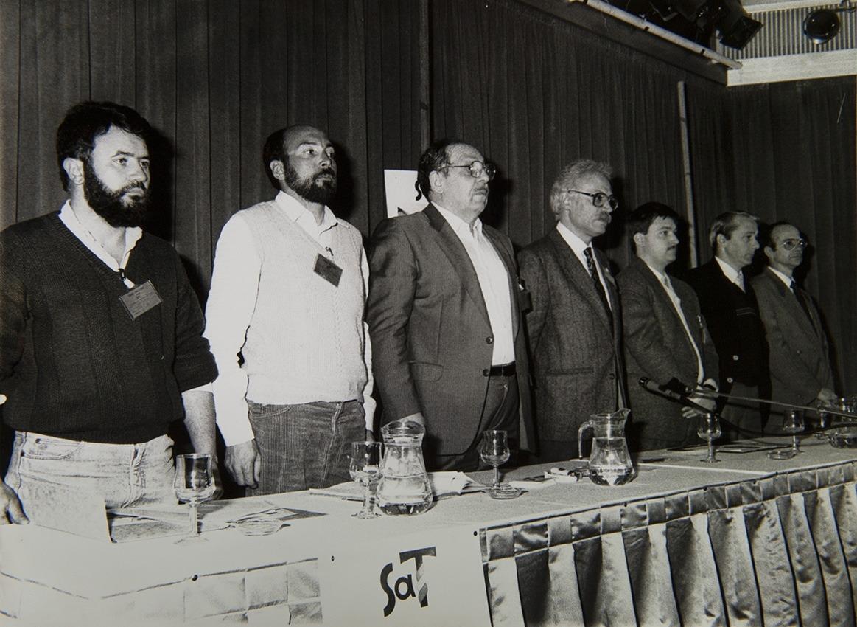 Congrés fundacional del Sindicat Andorrà de Treballadors, el març del 1990. D'esquerra a dreta, Antoni Roig, Guillem Fornieles, Cristian Cerdoya, Dídac Subirats i Josep Lluís Santos.