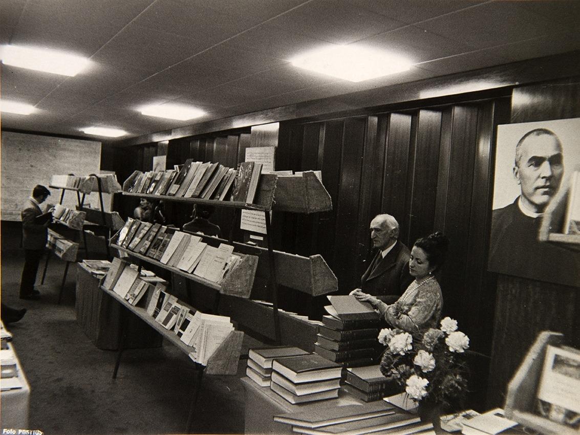 Exposició del llibre català, amb 'cameo' de Josep Fontbernat i es va publicar al 'Diario de Barcelona' (1973).