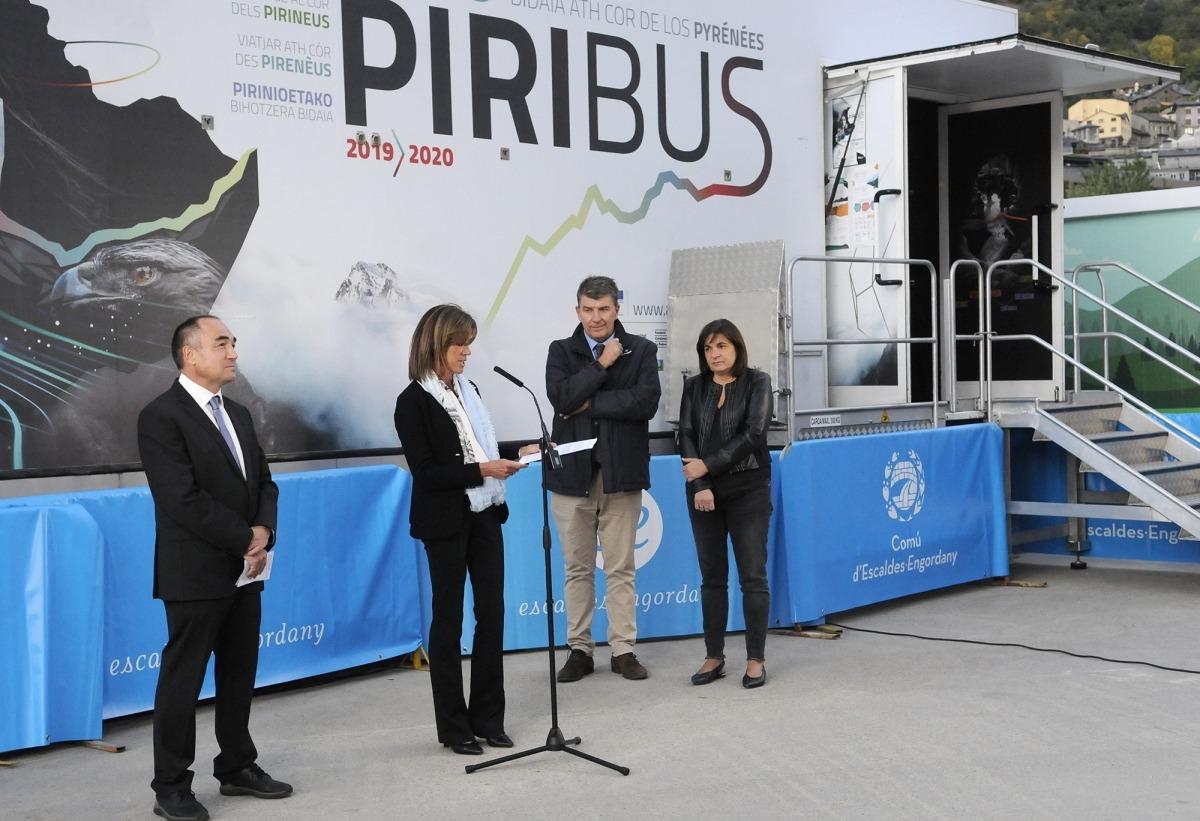 Un moment de la inauguració oficial del Piribus, ahir a la tarda.