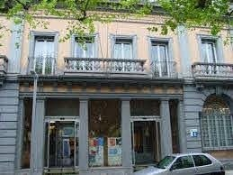 Exterior del Consell Comarcal, ubicat al passeig Joan Brudieu de la capital alturgellenca.