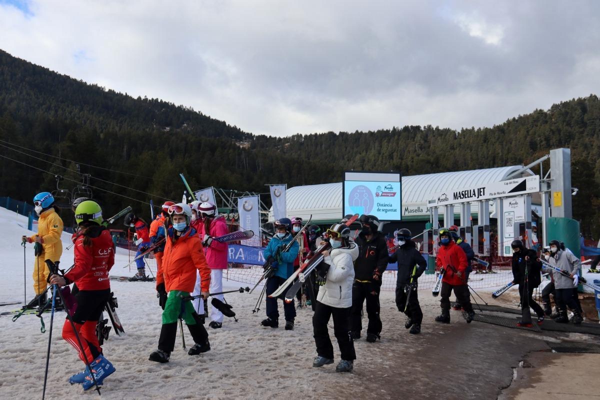 Esquiadors a pistes.
