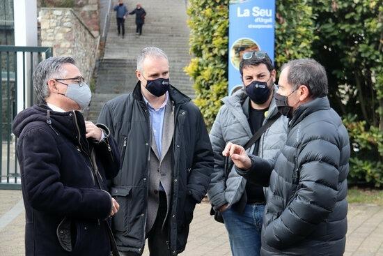Tremosa durant la visita d'ahir a la Seu, amb l'alcalde, Jordi Fàbrega, el vicealcalde Francesc Viaplana i el gerent al Parc Olímpic del Segre, Francesc Ganyet.