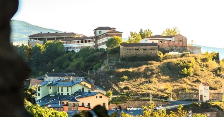 El conveni preveu que Cevasa assumeixi la construcció de l'accés cap al poble de Castellciutat.