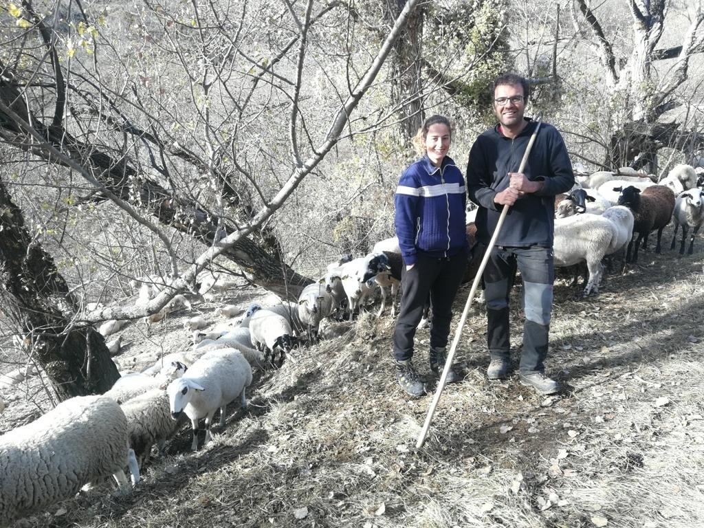 L'Anna de Casa Perales i l'Albert, pastors de Llessui.