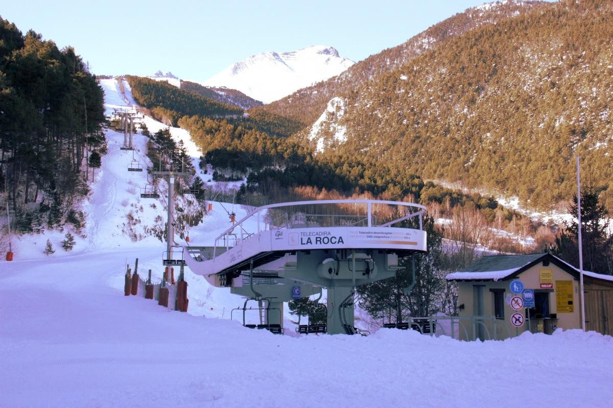El telecadira La Roca d'Espot Esquí, aturat per una avaria tècnica.