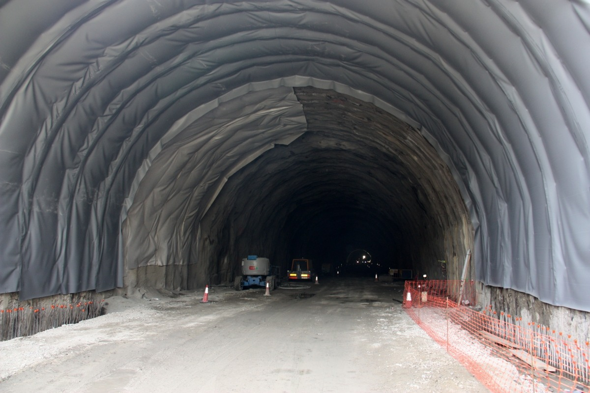 Interior de la galeria principal del túnel de Tresponts, a la C-14 entre Organyà i Montan de Tost.