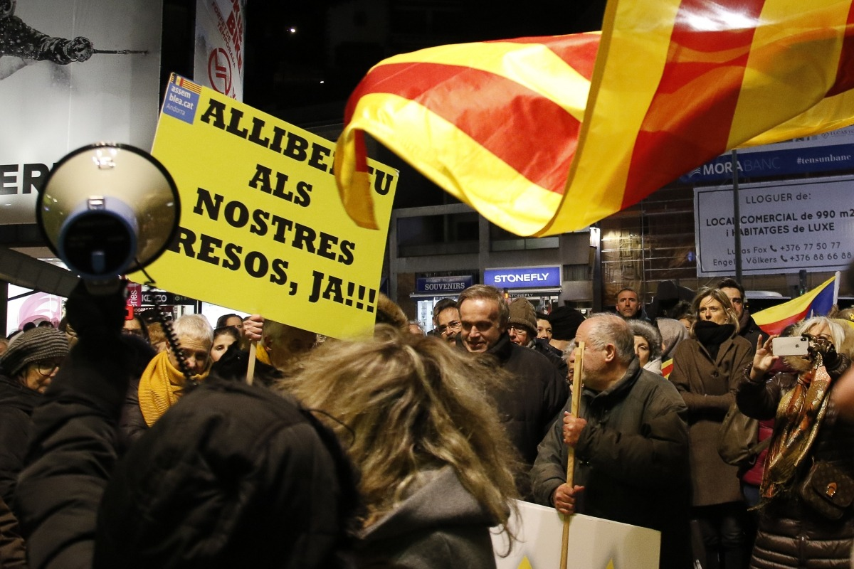 Un moment de la concentració contra el judici als presos polítics catalans que va tenir lloc a la Rotonda, ahir.