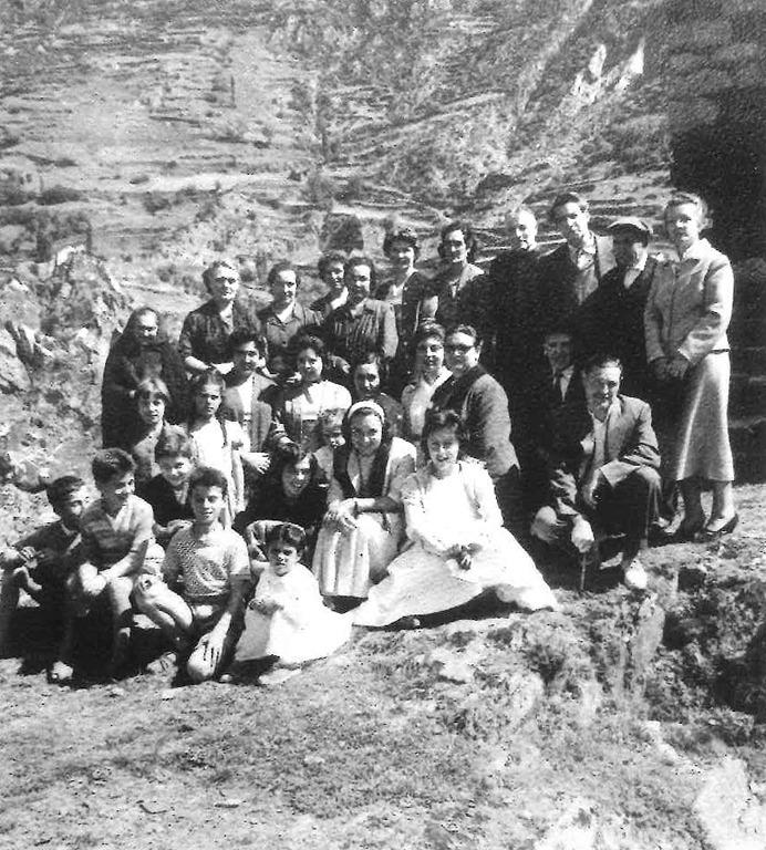 El 1955 a les Bons: és el tercer per la dreta, de peu; la primera és la seva esposa, Magda Martí.