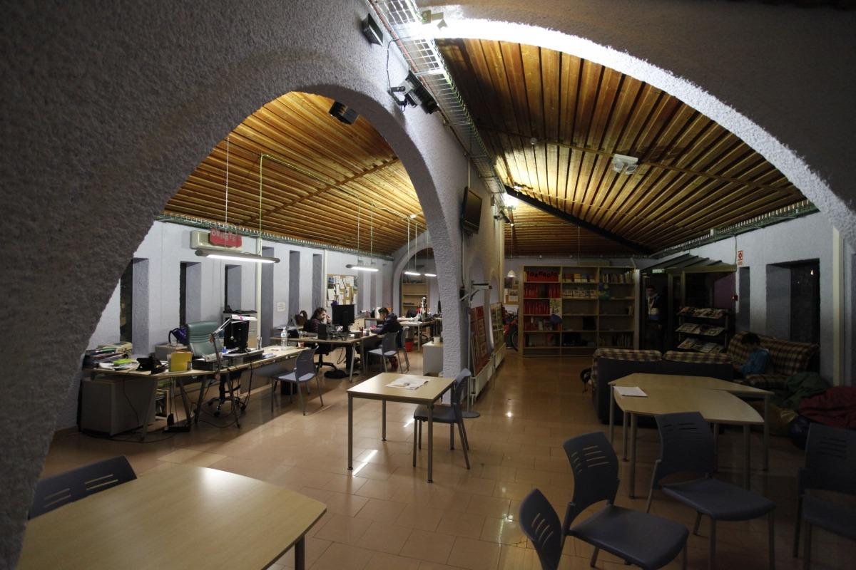 Interior de la Central, espai del servei de Joventut del Comú de la capital inaugurat el 2015.