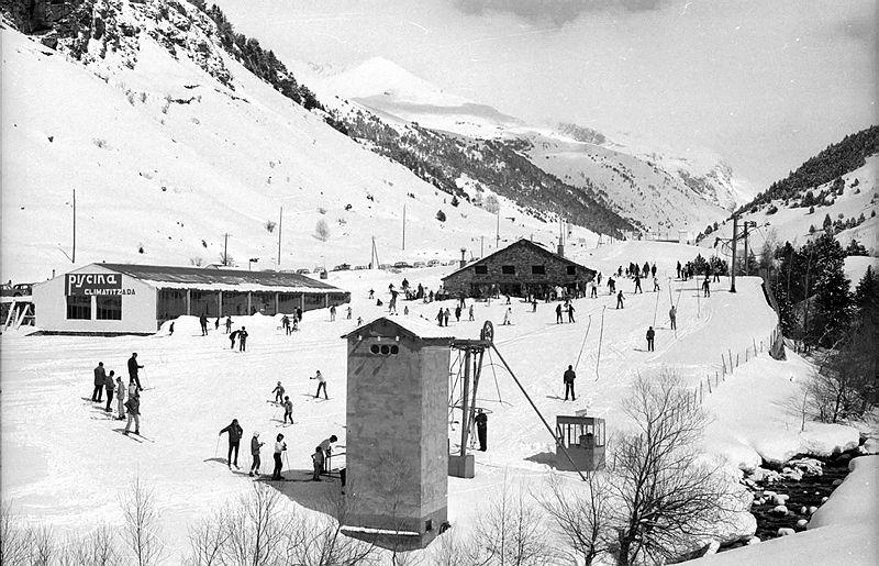 La pista amb remuntador (i piscina climatitzada) del Canaro, oberta el 1966 i on es van iniciar generacions d'esquiadors.