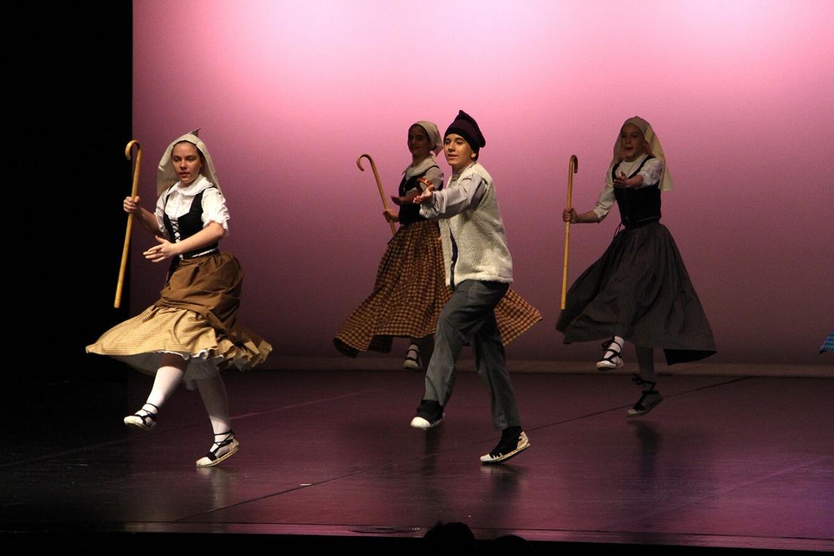 Un moment de l'espectacle de l'Esbart Dansaire d'Andorra la Vella.