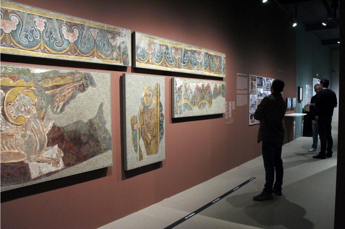 Els murals procedents de Sant Esteve es van exposar el 2014 a la sala de Govern: dues sanefes, un brau alat, el Crist de la Coronació i una fornícula.
