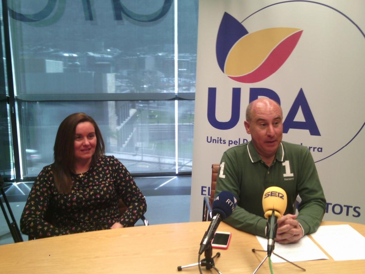 Clavera va comparèixer amb la número 2 de la llista d'UPA, Raquel Fernàndez.