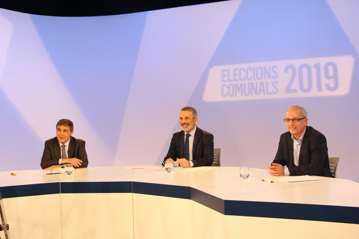 Els candidats de les dues llistes, Albert Torres i Francesc Camp, durant el debat televisiu que va tenir lloc ahir a la nit.