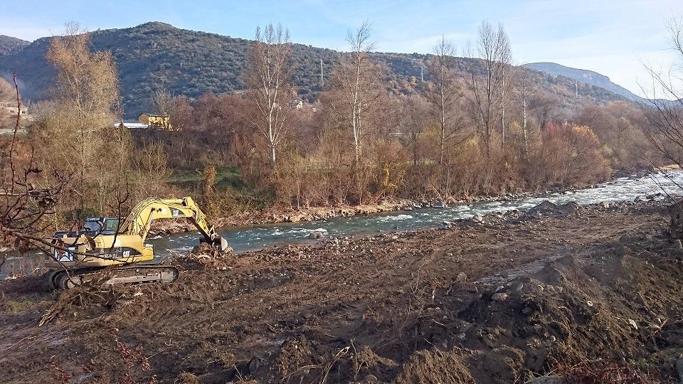 Els treballs consisteixen a retirar els sediments i talar la vegetació.