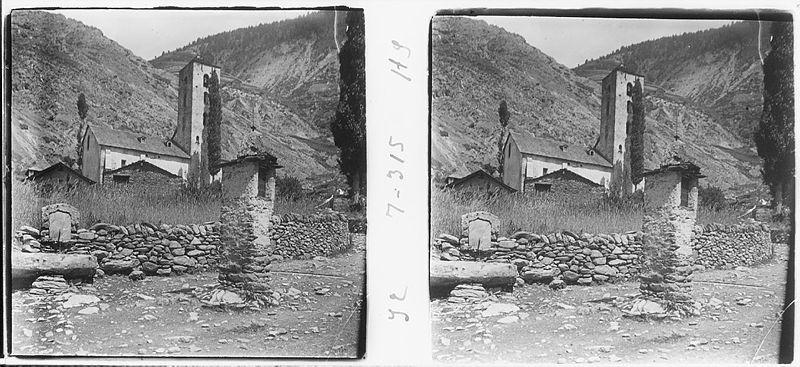 Juny del 1906: Sant Serni, amb la casa comuna vella, el cobert del Magautxa i la creu del cap de roda.