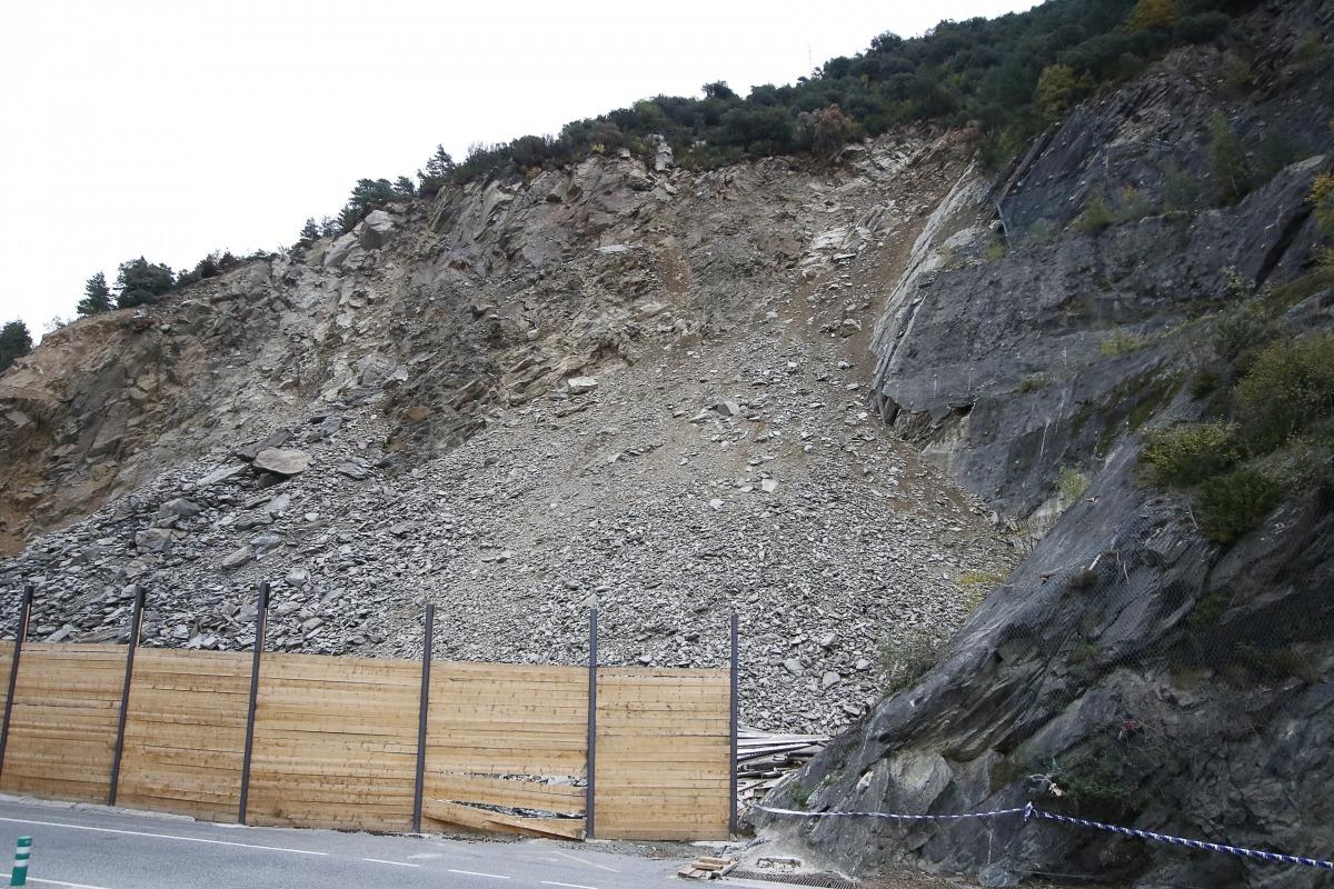 Zona del mur que es va fer malbé pel despreniment d'una roca diumenge passat.
