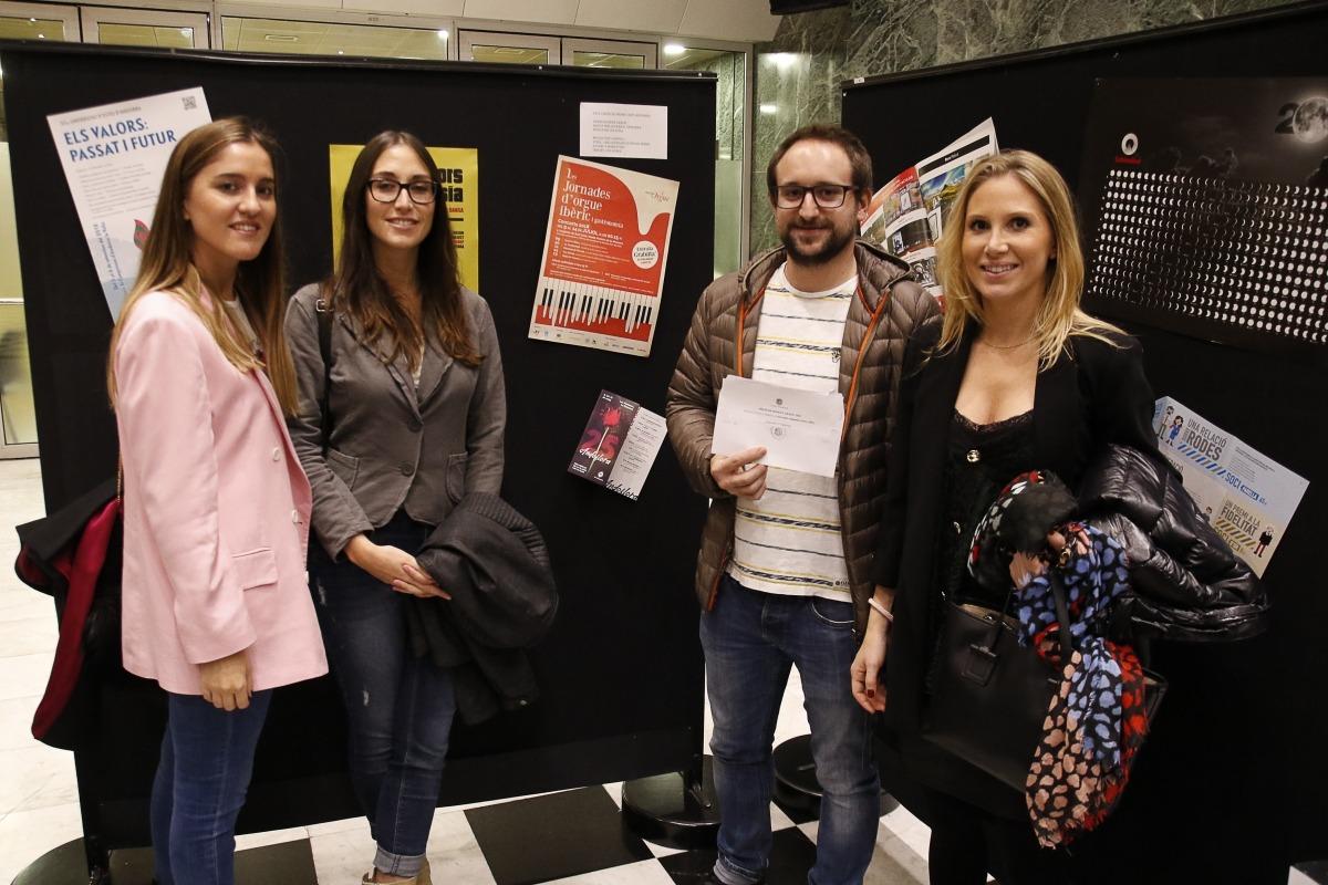 Els creatius de l'agència 9mk, amb el cartell de les jornades d'orgue ibèric que va resultar premiat.