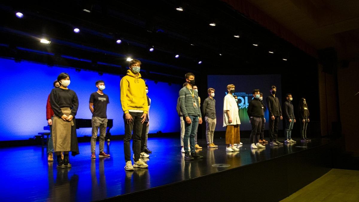 Els semifinalistes posen a l'escenari del Centre de Congressos, després de la primera jornada del concurs de Solo, que va tenir lloc sense públic.