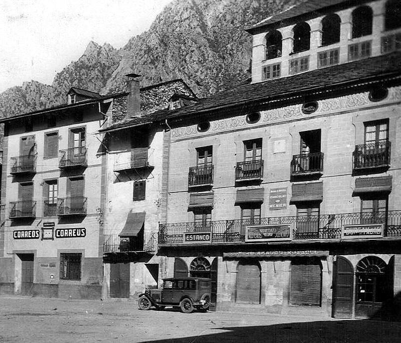 Anys 20: els arcs de la planta baixa encara no havien sigut substituïts per portes rectangulars.